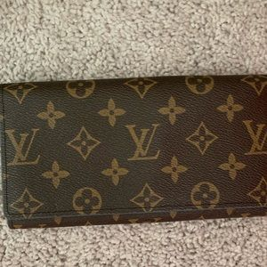 LV trifold